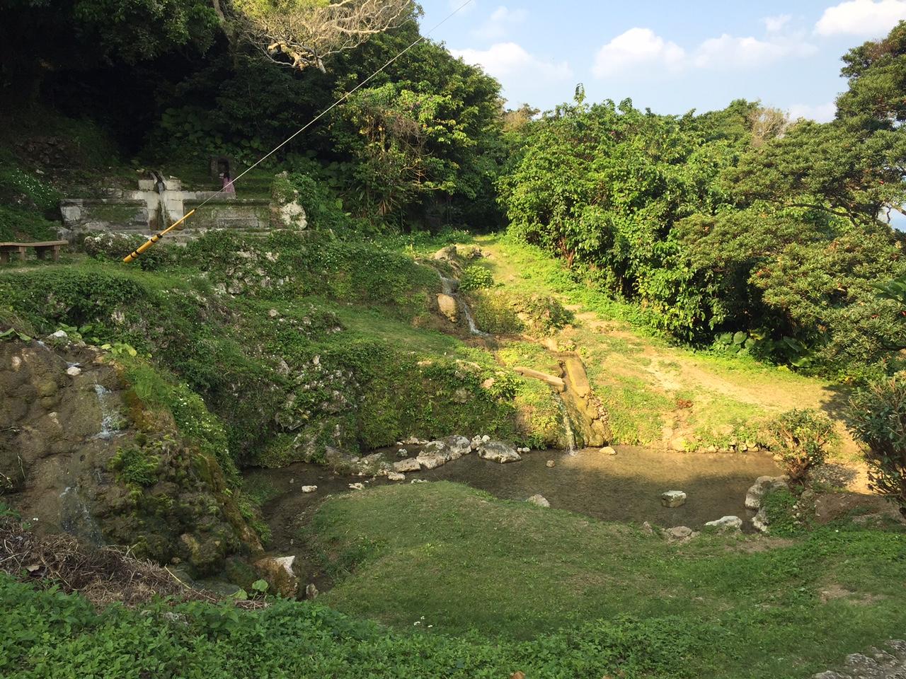 垣花樋川全体像